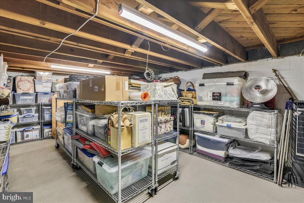 Tons of storage room! - 119 WOODBERRY RD NE, LEESBURG