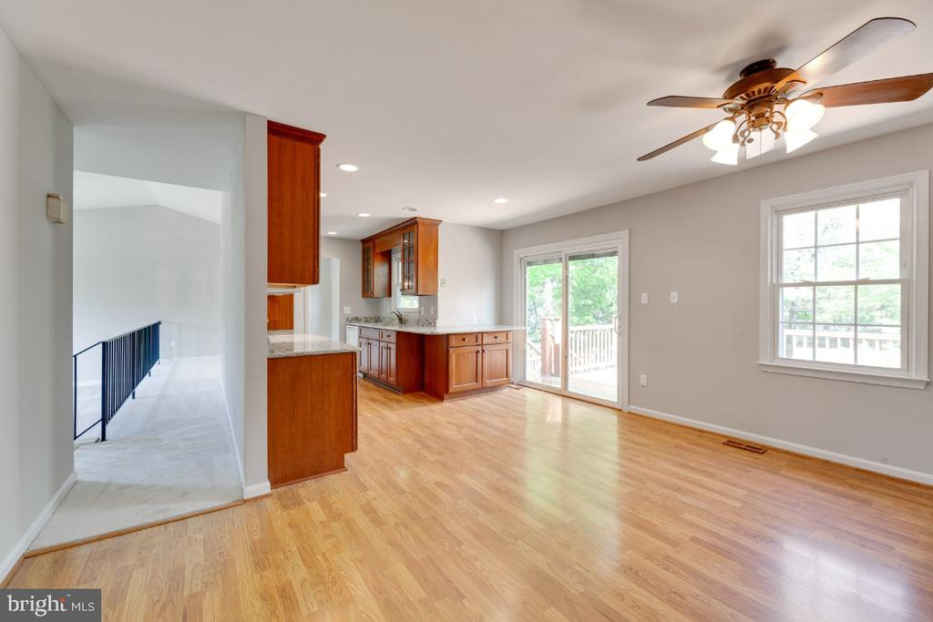 Large eat in kitchen - 13406 PARCHER AVE, HERNDON