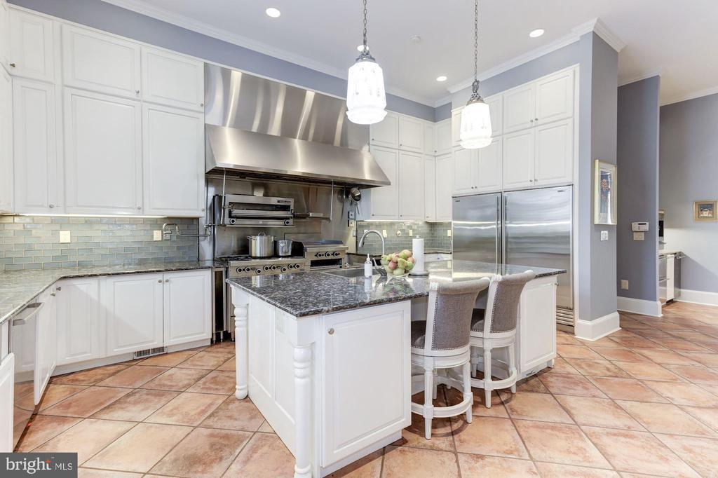 True Chef's Kitchen with Island breakfast Bar - 2221 30TH ST NW, WASHINGTON