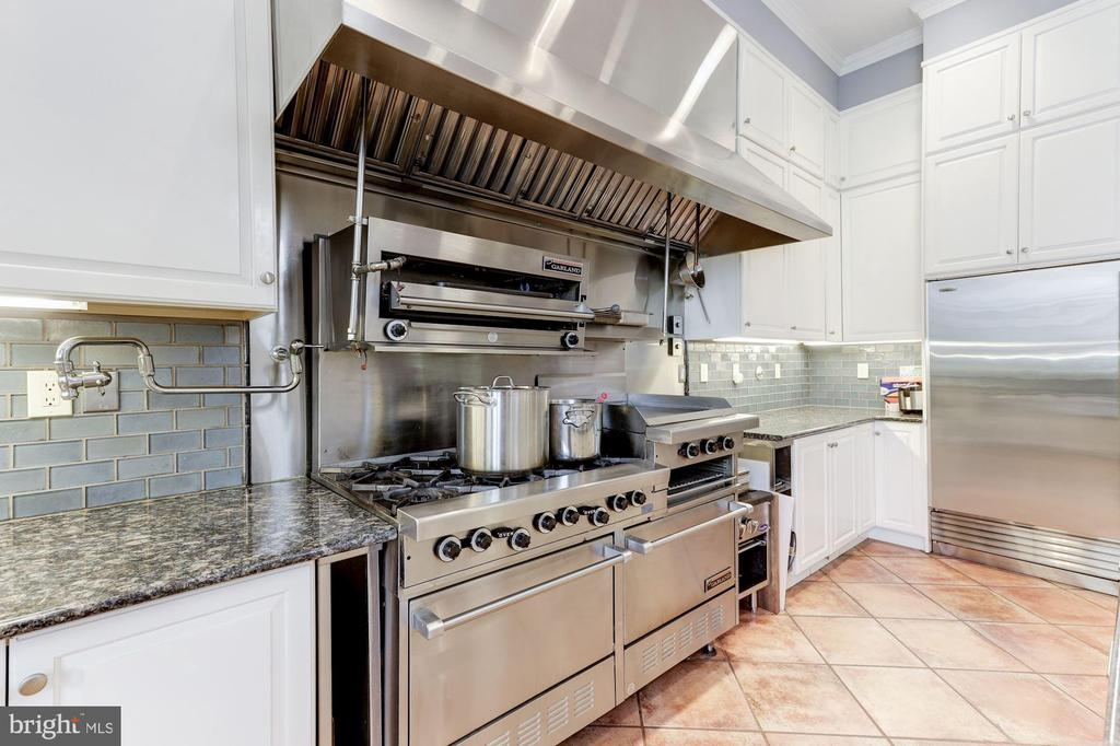 Restaurant Style Stove, Grill & Fryer - 2221 30TH ST NW, WASHINGTON