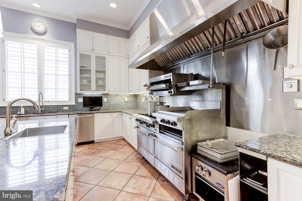 Kitchen - 2221 30TH ST NW, WASHINGTON