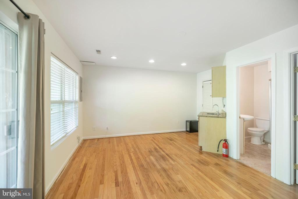 Rec room in the main level, opens up to patio - 21513 WELBY TER, BROADLANDS