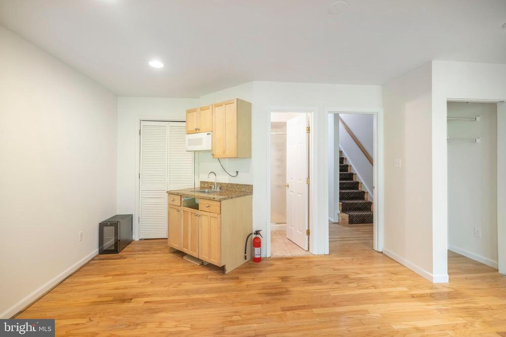 Rec room with full bath and a wet bar - 21513 WELBY TER, BROADLANDS