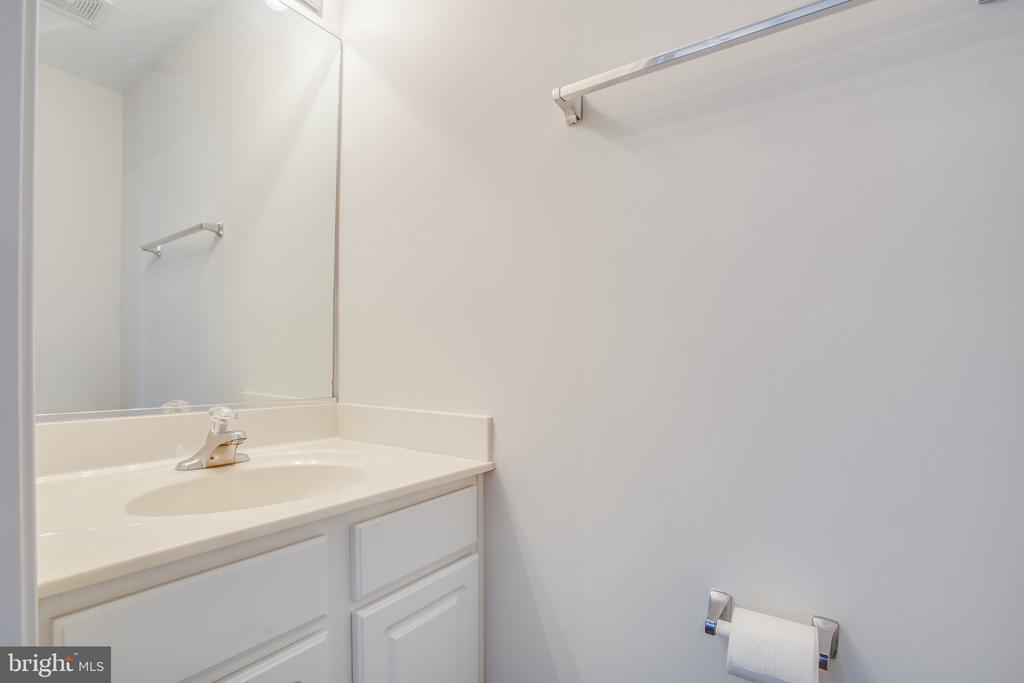 Main Level Half Bath - 11317 WYTHEVILLE LN, FREDERICKSBURG