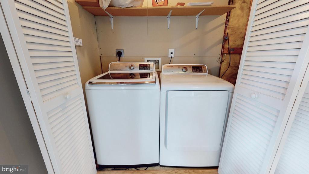 Full Size Laundry - 210 GOLDEN LARCH TER NE, LEESBURG