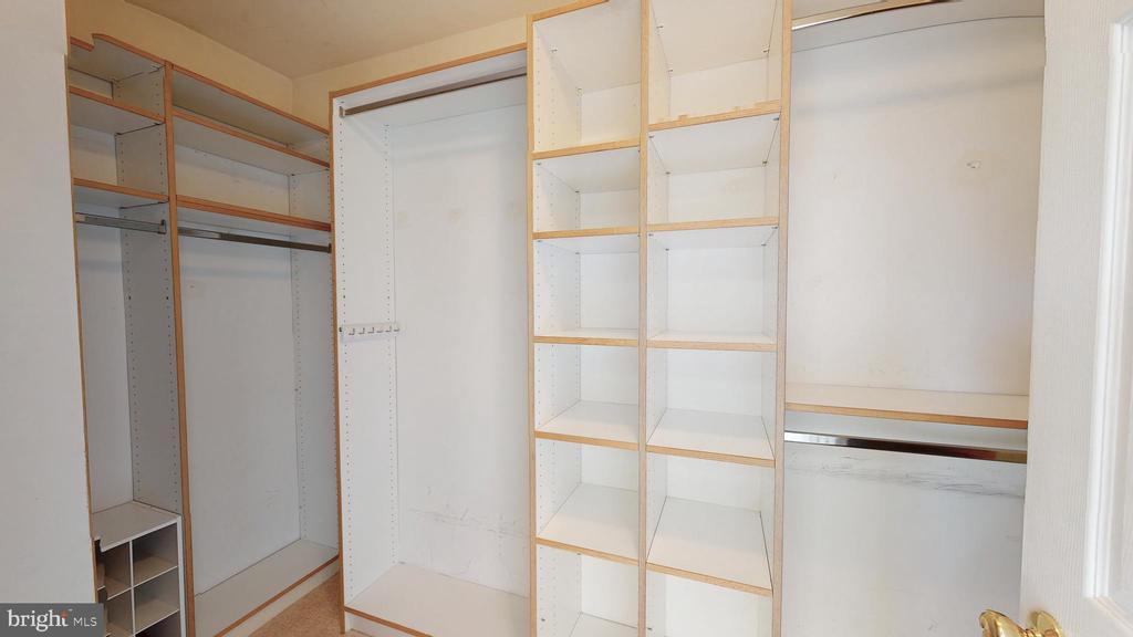 Walk-in Closet - 210 GOLDEN LARCH TER NE, LEESBURG