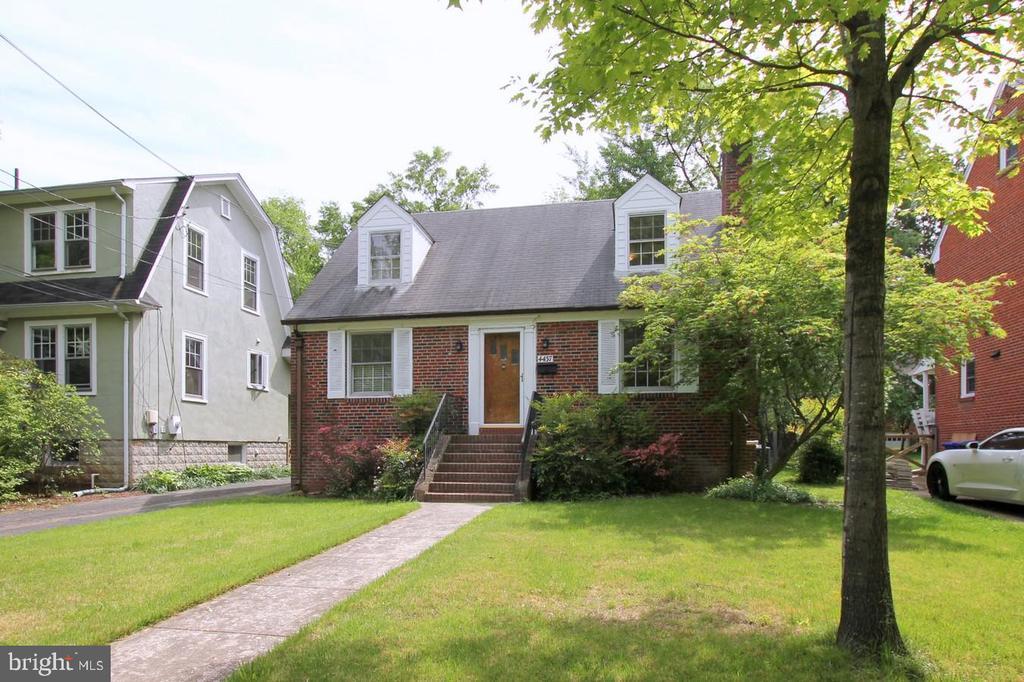 Classic University Park brick Cape-cod style house - 4437 WELLS PKWY, UNIVERSITY PARK