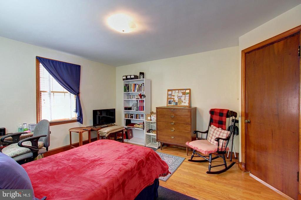 Main floor bedroom - 4437 WELLS PKWY, UNIVERSITY PARK
