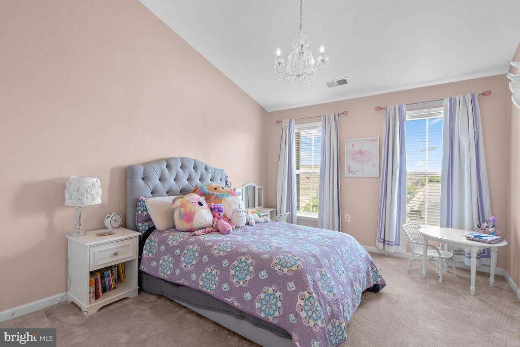 Bedroom #1 with vaulted ceilings! - 23636 SAILFISH SQ, BRAMBLETON