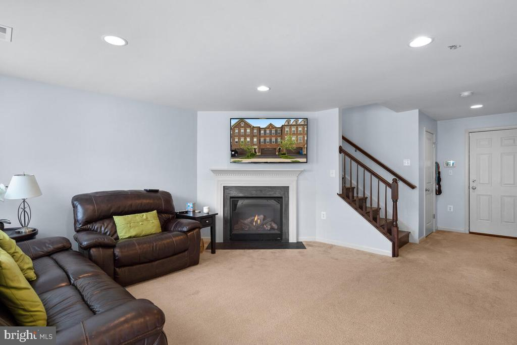Lots of light & cozy fireplace! - 23636 SAILFISH SQ, BRAMBLETON