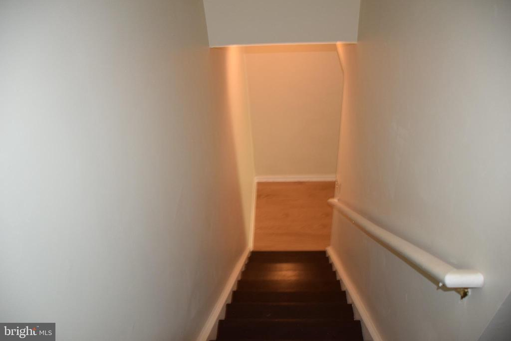 Stairs to Lower Level - 44188 MOSSY BROOK SQ, ASHBURN