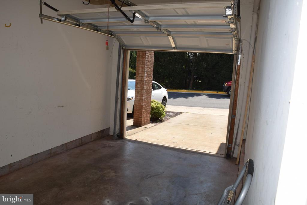 One Car Garage - 44188 MOSSY BROOK SQ, ASHBURN