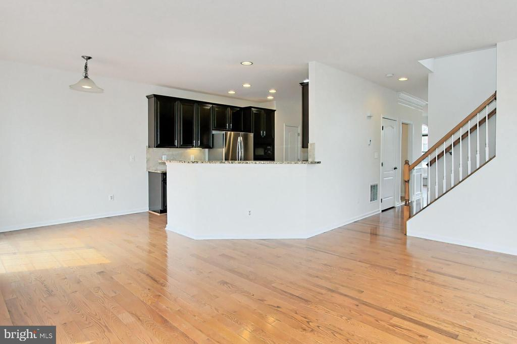 Space for a Table and Eat-Up Breakfast Bar - 42329 CAPITAL TER, CHANTILLY