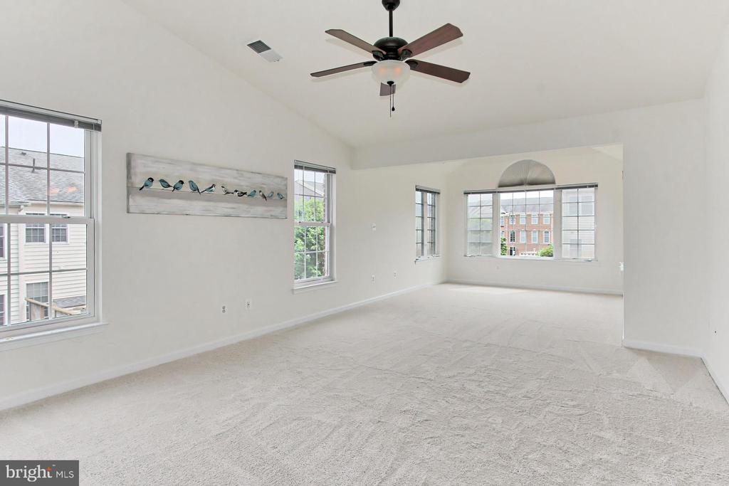 Spacious Owners' Suite with Sitting Room Bump Out! - 42329 CAPITAL TER, CHANTILLY