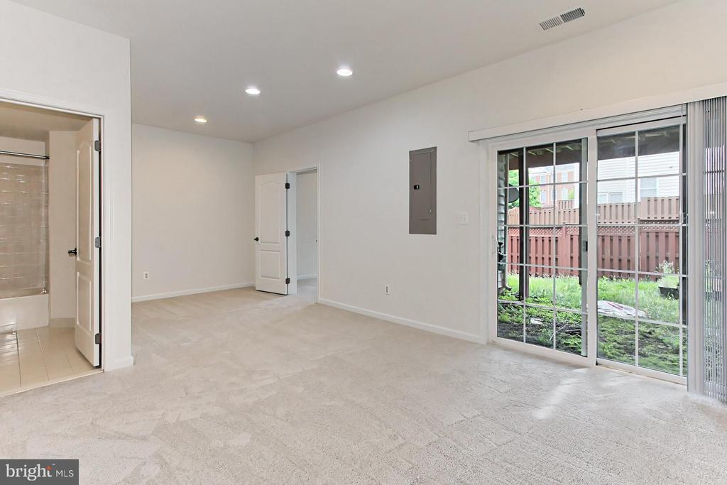 Walk-Out Lower Level with Full Bathroom - 42329 CAPITAL TER, CHANTILLY