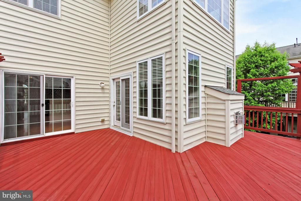 Huge Back Deck w/ Access from Family Rm + Kitchen - 42329 CAPITAL TER, CHANTILLY