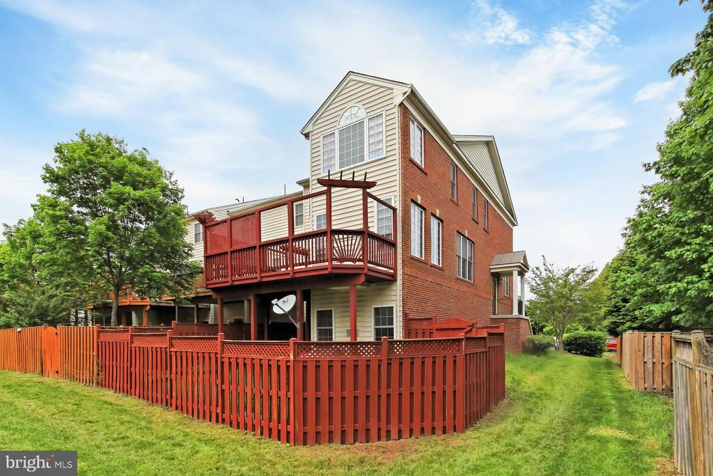 End Unit with 3 Level Bump Out! - 42329 CAPITAL TER, CHANTILLY