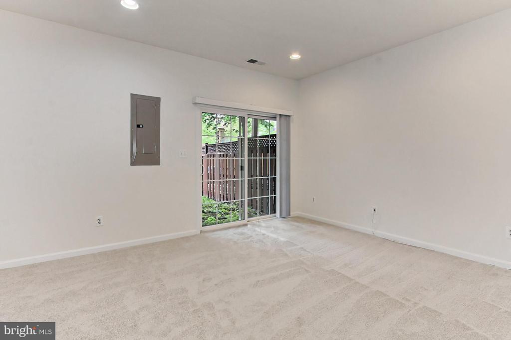 Sliding Door to Fully-Fenced Backyard! - 42329 CAPITAL TER, CHANTILLY