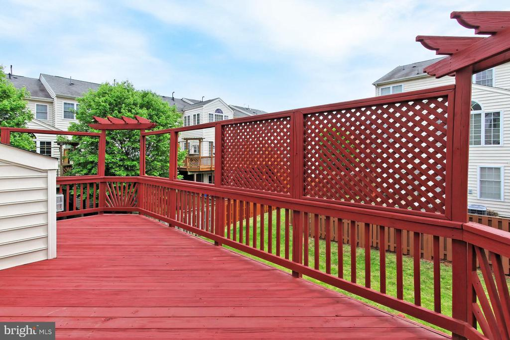 Enjoy your outdoor space! - 42329 CAPITAL TER, CHANTILLY