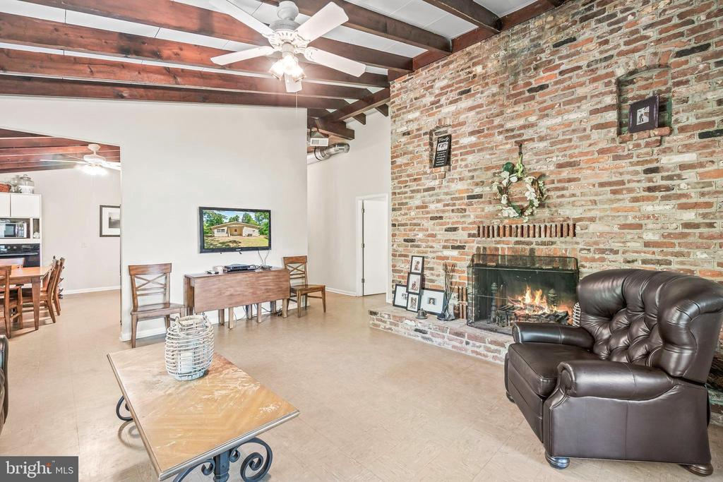 Stunning Brick Fireplace Wall - 5898 COVE HARBOUR, KING GEORGE
