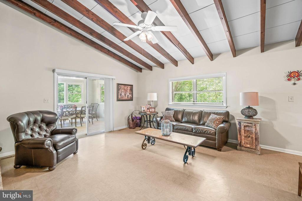 Family Room leads to Sunroom - 5898 COVE HARBOUR, KING GEORGE