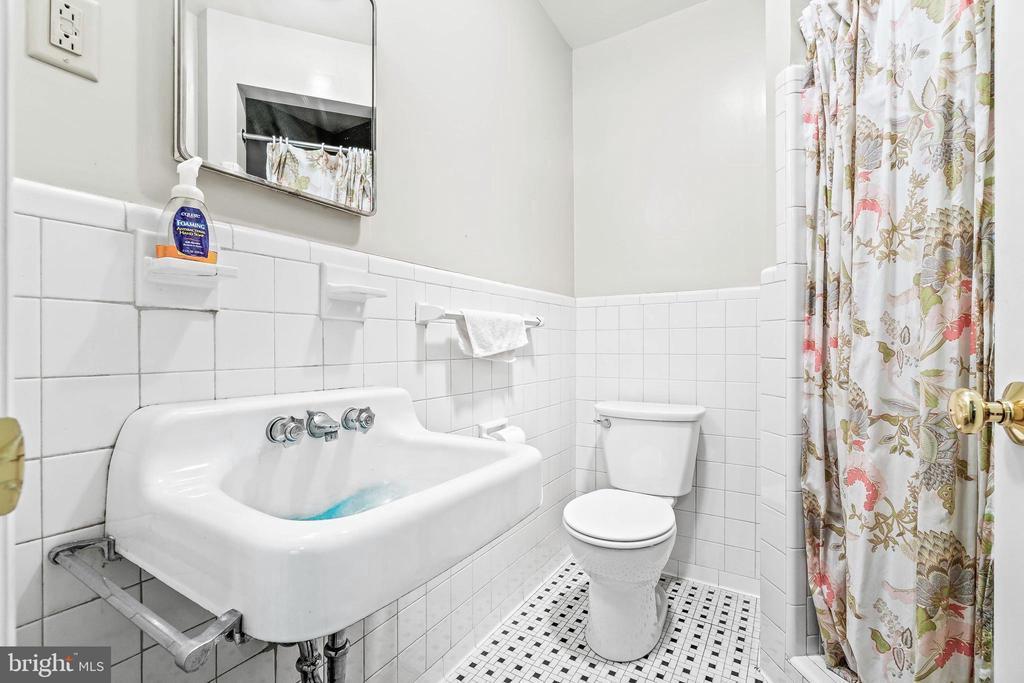 En-suite Master Bathroom - 5898 COVE HARBOUR, KING GEORGE