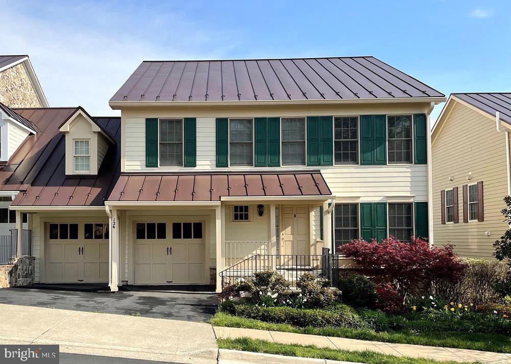 End unit Townhouse with 2 car garage - 126 N JAY ST, MIDDLEBURG