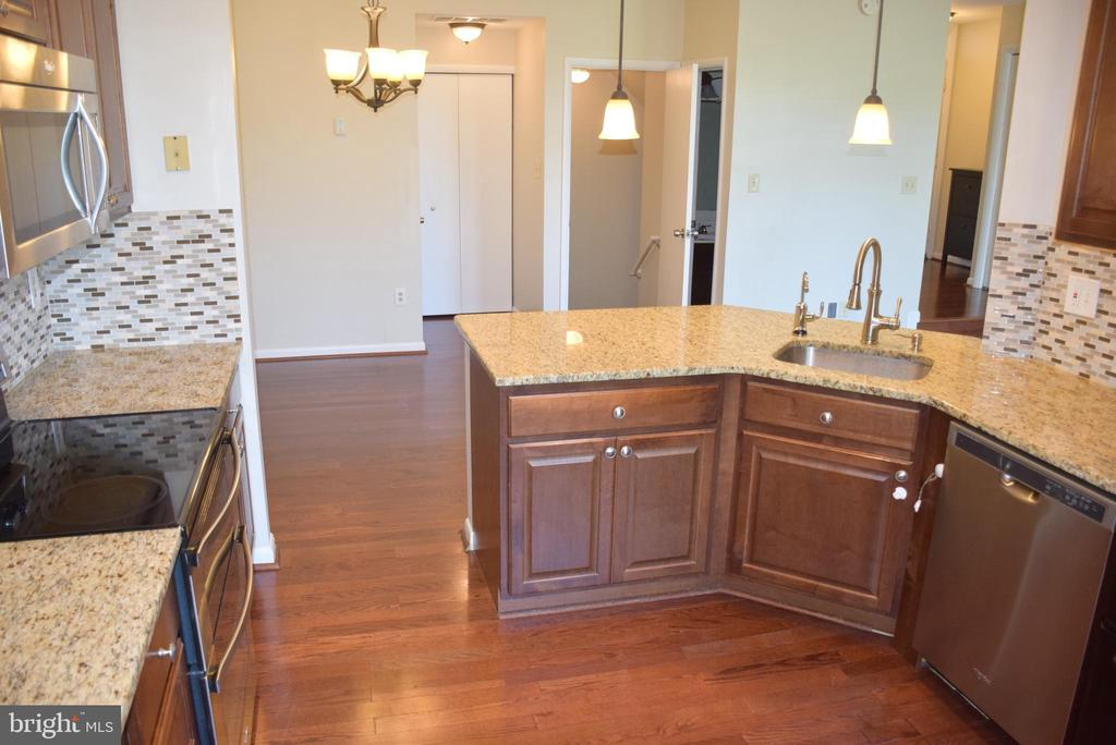 Quality Cabinets and Fixtures - 44188 MOSSY BROOK SQ, ASHBURN