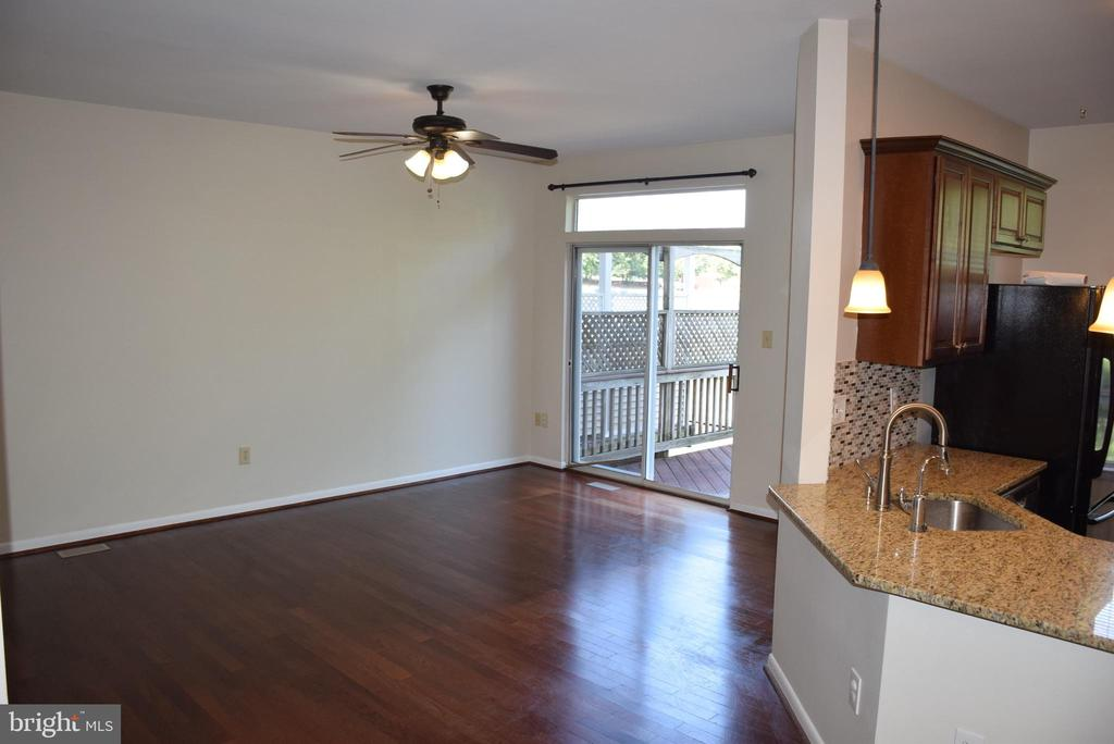 Family Room Leads to Deck - 44188 MOSSY BROOK SQ, ASHBURN