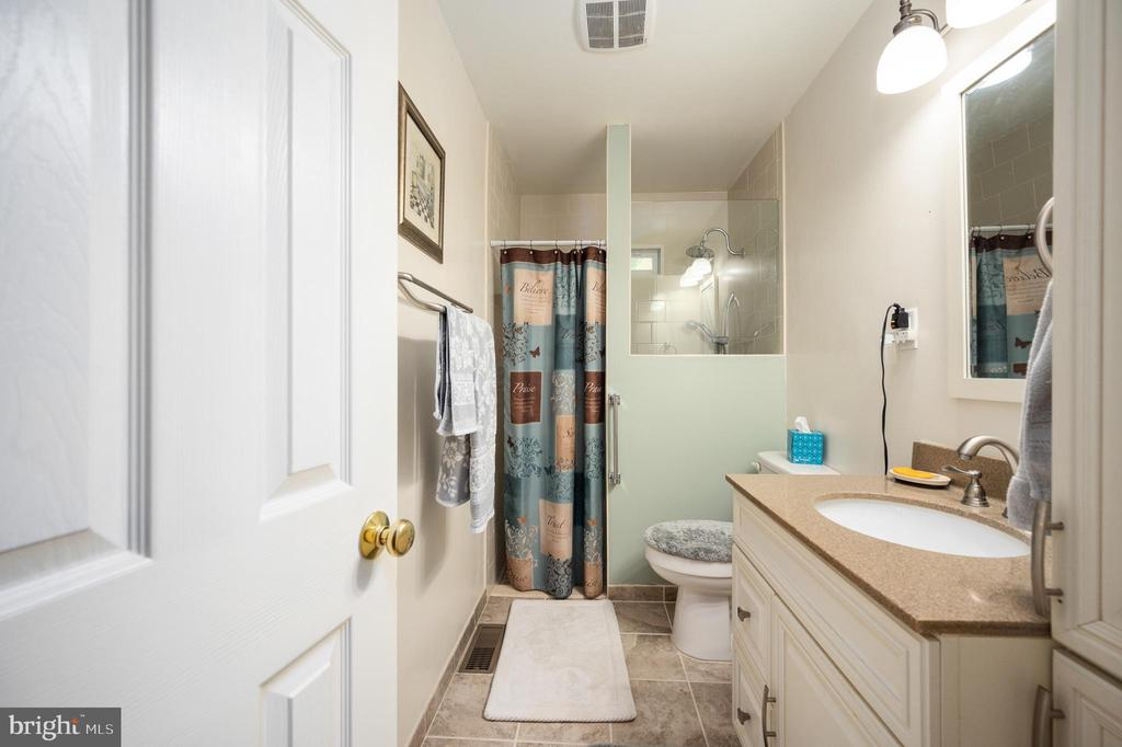 Full bath with walk in shower - 16187 BALTIC PL, KING GEORGE