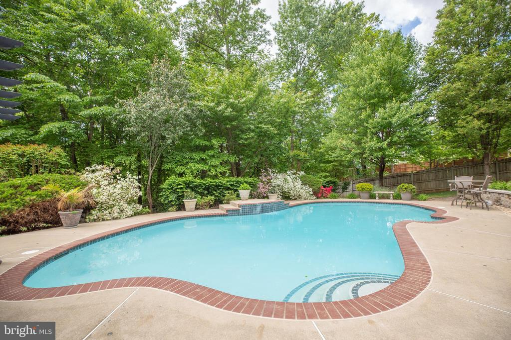 Beautifully landscaped backyard with heated pool. - 29 WALLACE LN, STAFFORD