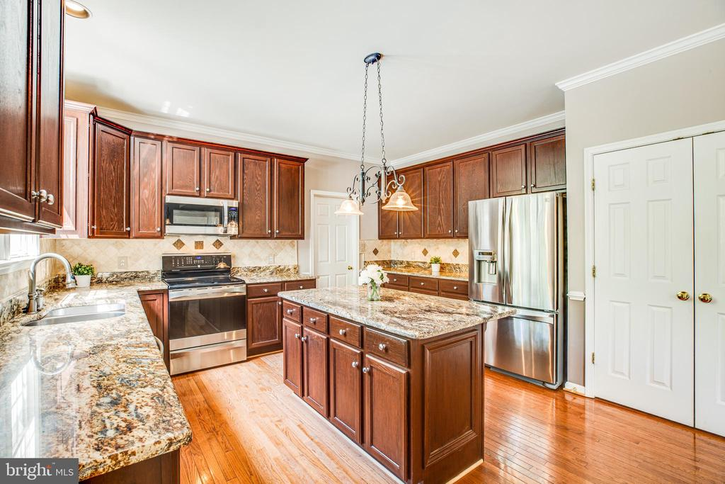 Stainless steel appliances & lots of counter space - 29 WALLACE LN, STAFFORD
