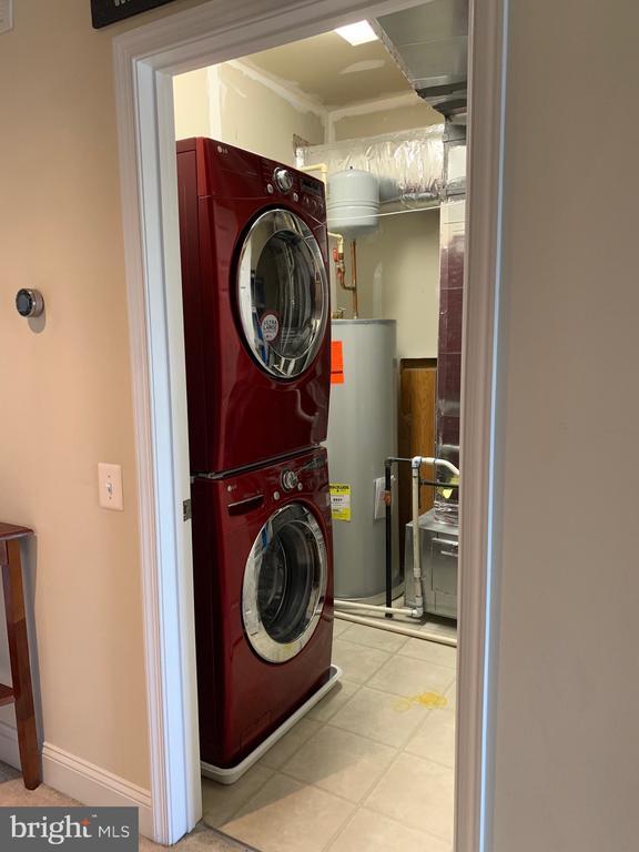 Washer dryer on upper floor - 20648 SIBBALD SQ, ASHBURN