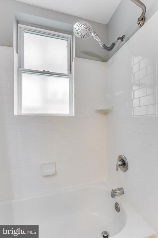 Updated shower - 2 17TH ST SE #104, WASHINGTON