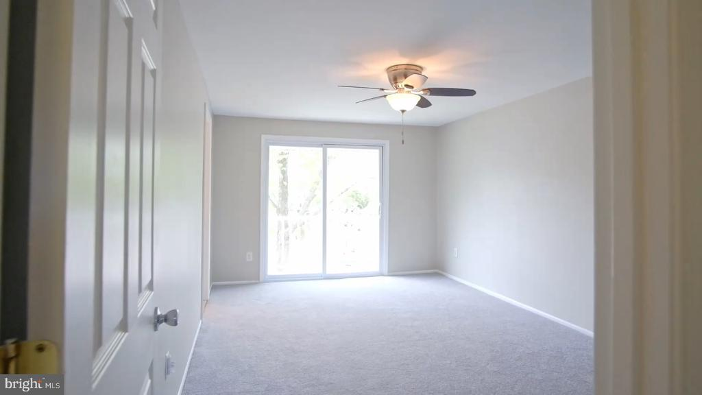 Owner's Suite: 11 x 16 bedroom, full bath, balcony - 52 WEDGEDALE DR, STERLING
