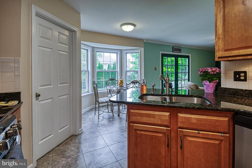 Eat In Kitchen Area  &Door To Garage Washer Dryer - 103 CROSSING POINTE CT, FREDERICK