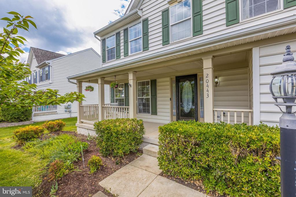 Gorgeous Front Porch - 20443 MIDDLEBURY ST, ASHBURN