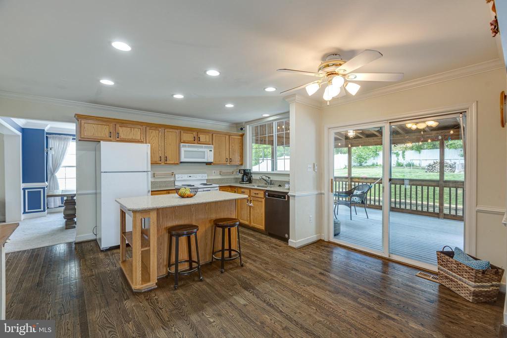 Plenty Space for Kitchen Table - 20443 MIDDLEBURY ST, ASHBURN