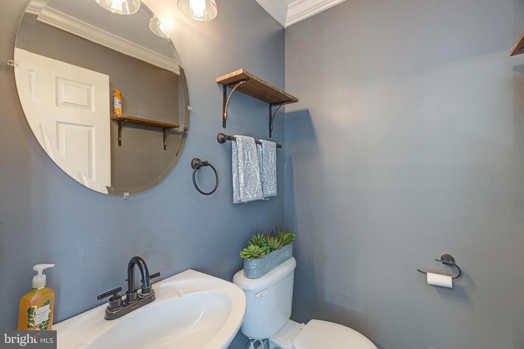 Main Floor Powder Room - 20443 MIDDLEBURY ST, ASHBURN