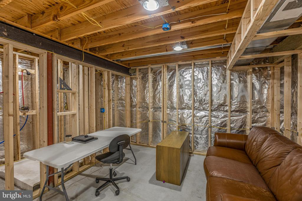 Framed Office or Den with Closet - 20443 MIDDLEBURY ST, ASHBURN