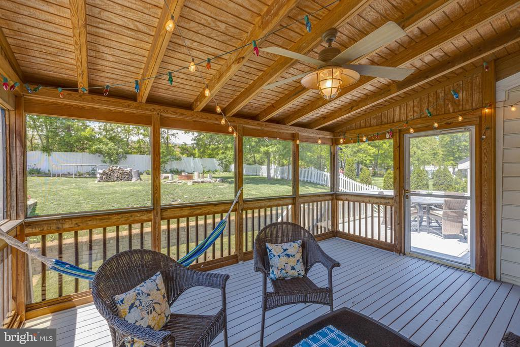 LOOK AT THE PRIVATE VIEW! - 20443 MIDDLEBURY ST, ASHBURN