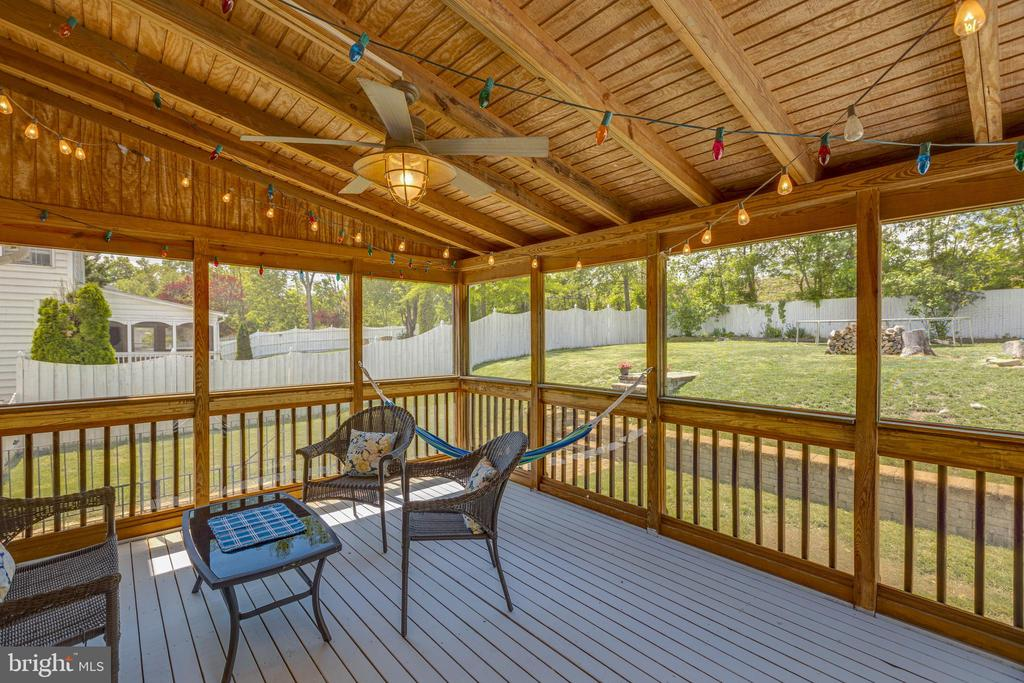 Spacious Screened in Porch - 20443 MIDDLEBURY ST, ASHBURN