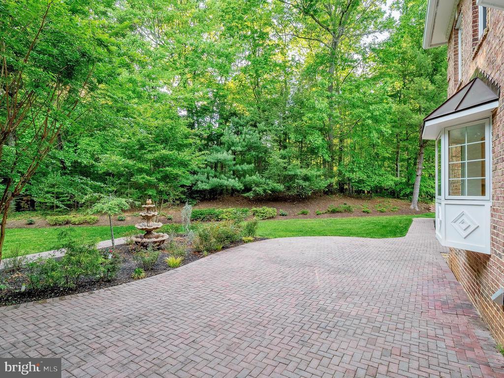 A peaceful backyard retreat! - 11009 HAMPTON RD, FAIRFAX STATION