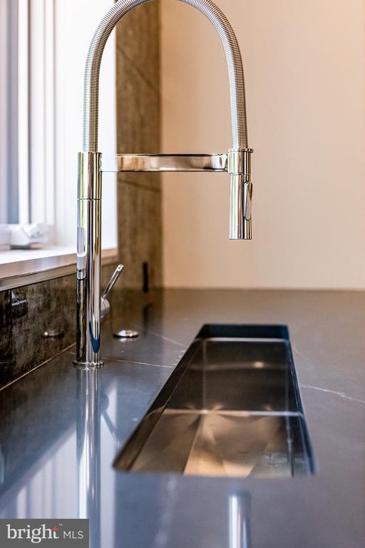 Linear trough sink� - 1120 GUILFORD CT, MCLEAN