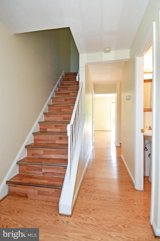 Beautiful flooring throughout the entire home! - 6463 FENESTRA CT #50C, BURKE