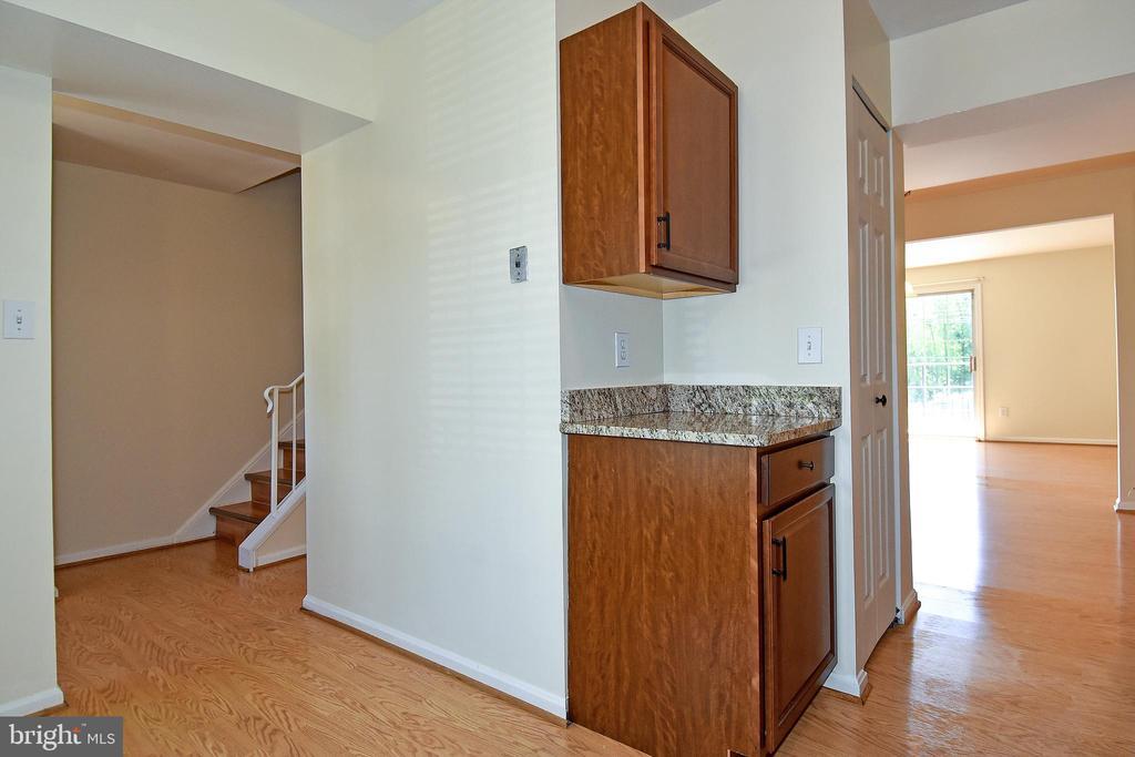 Open floor concept! - 6463 FENESTRA CT #50C, BURKE