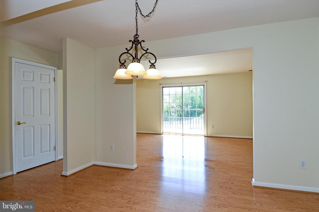 Wow your guests in this spacious dining room! - 6463 FENESTRA CT #50C, BURKE
