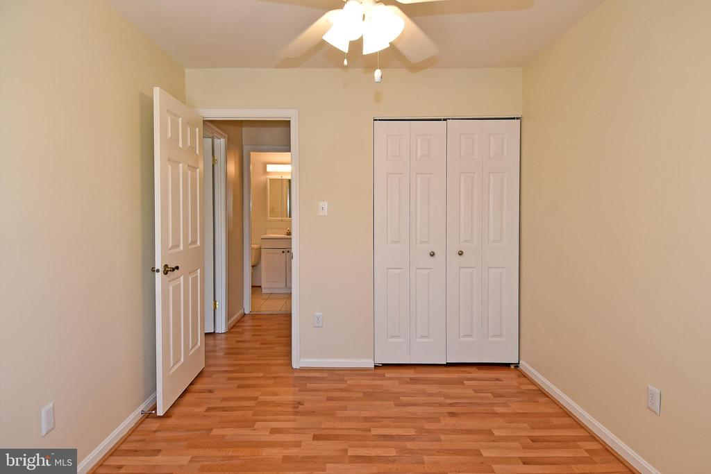 Another bedroom with great closet space! - 6463 FENESTRA CT #50C, BURKE