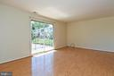 Plenty of space to entertain in the family room! - 6463 FENESTRA CT #50C, BURKE