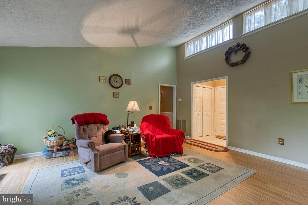 Living rm w/ tons of light - 323 CRUMP DR, RUTHER GLEN